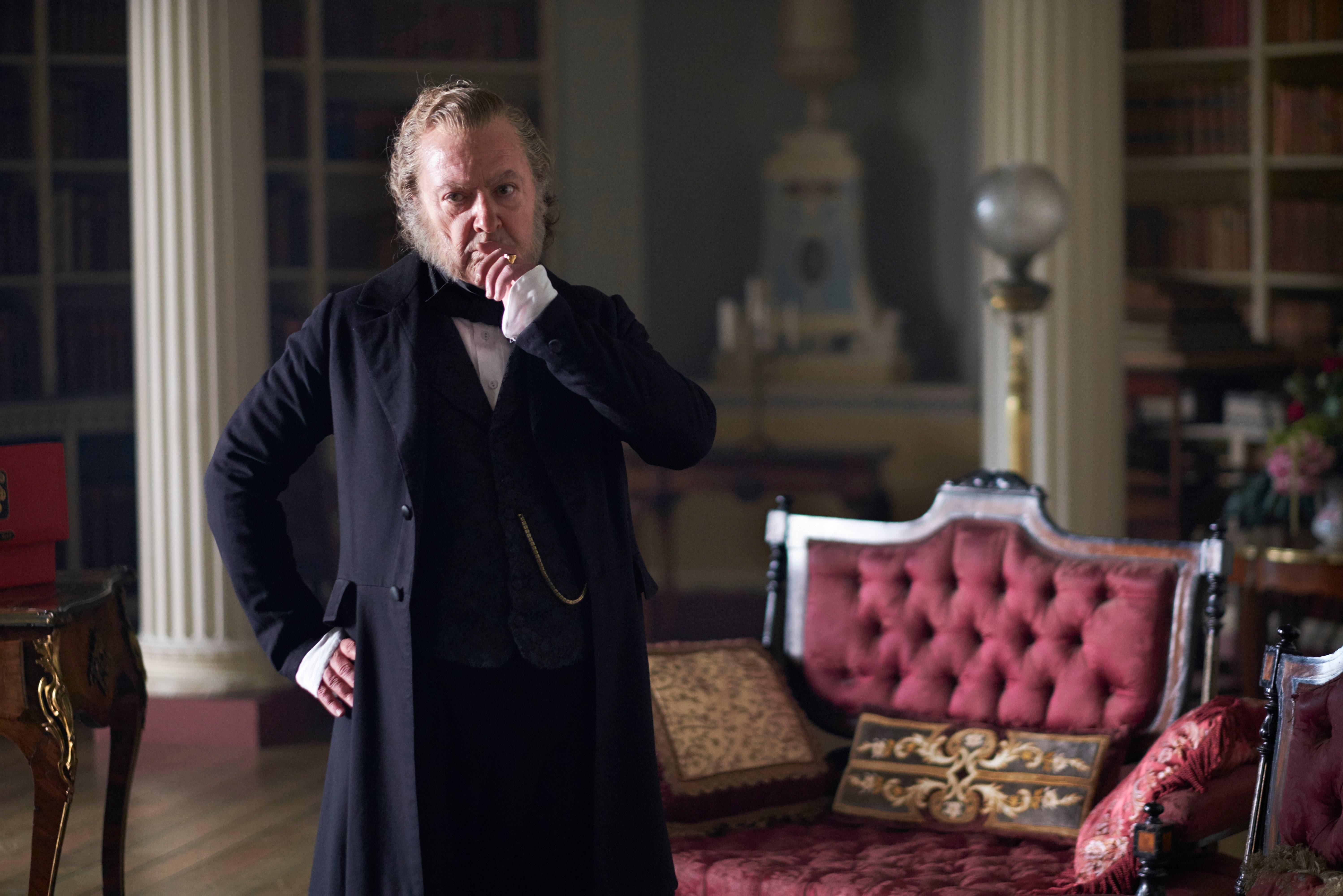 الممثل الكوميدي البريطاني جون سيشنز