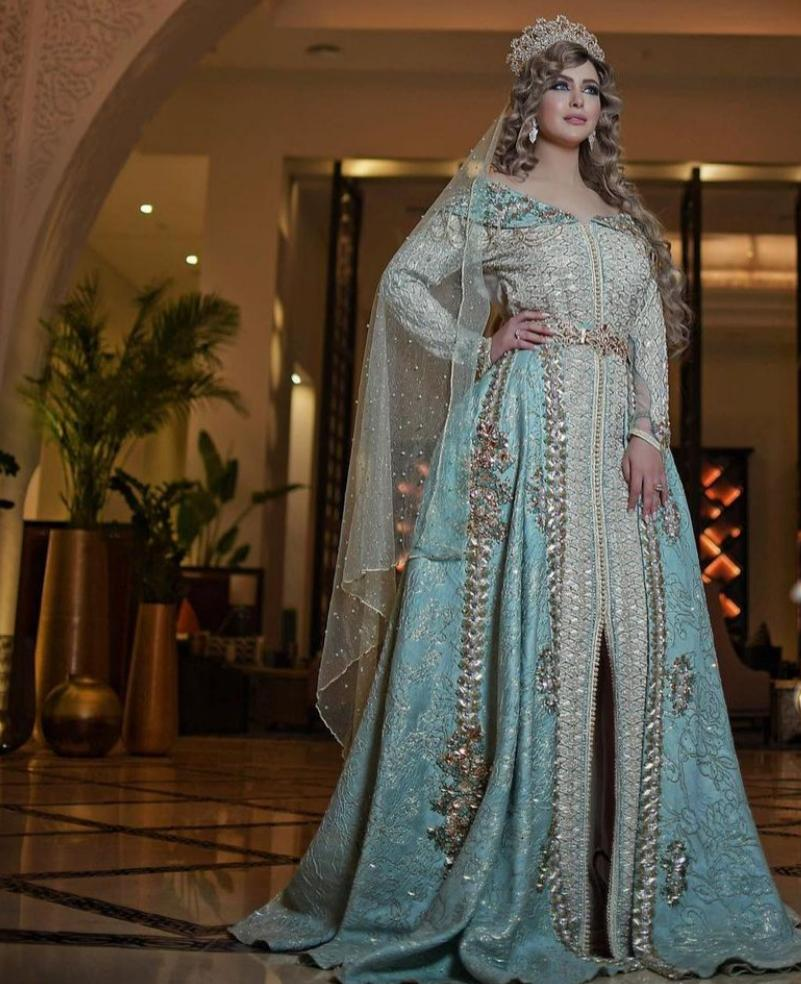 تصميمات لقفاطين مصممة بذيل للعروس