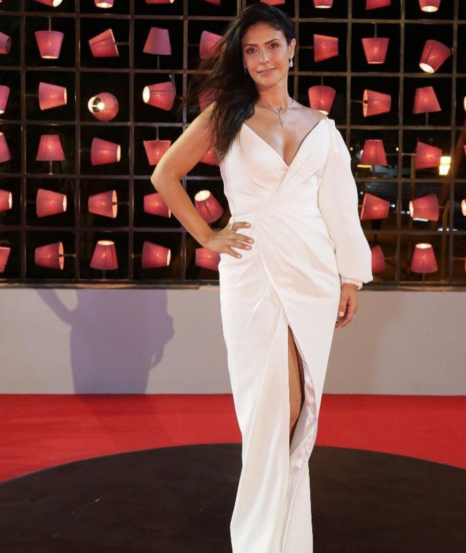 خيارات الفساتين البيضاء للنحيلات