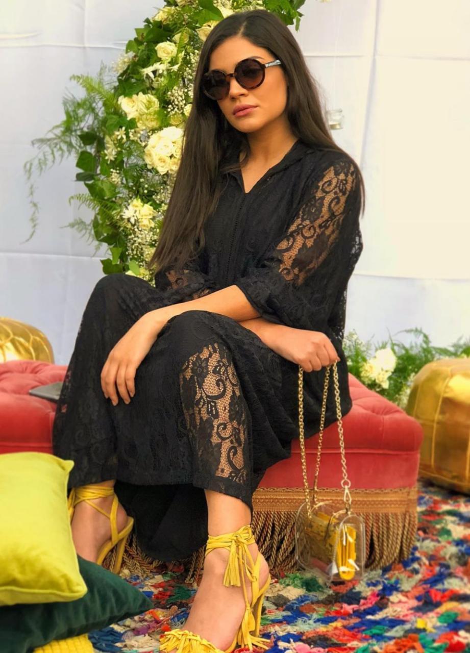 إطلالات القفاطين والجلابيات المغربية باللون الأسود