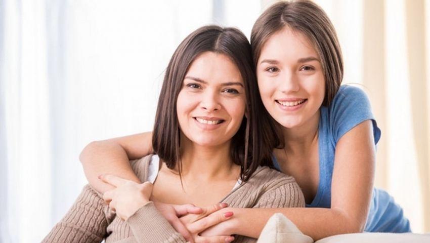 كيف تساعدين ابنتك على تجاوز سن المراهقة بسلام؟