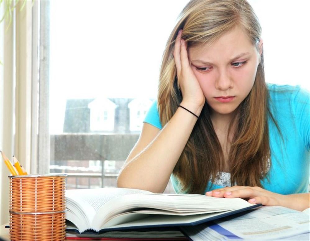 تشجيع المراهقة على الدراسة بجد