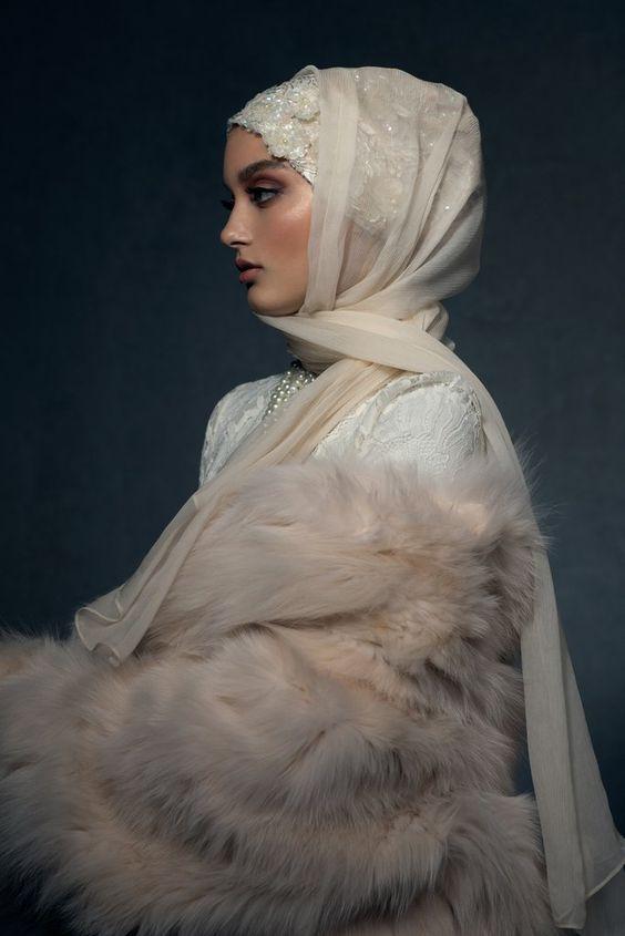 لفة حجاب شيفون بأطراف منسدلة على الأكتاف
