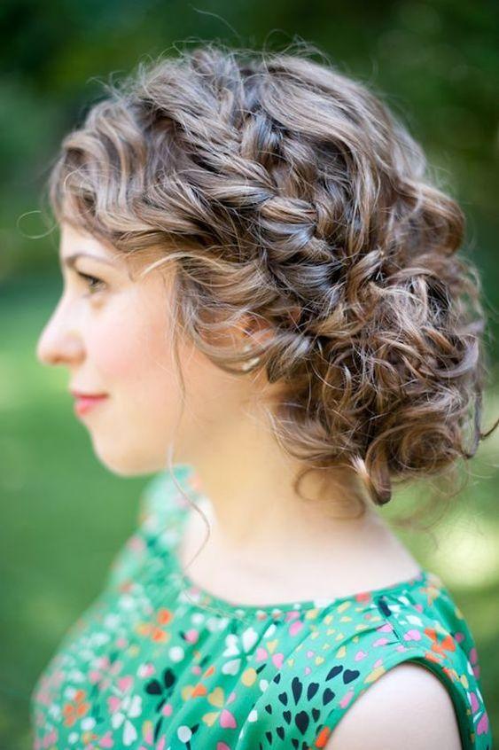 تسريحة الشعر الكيرلي مع الجدائل