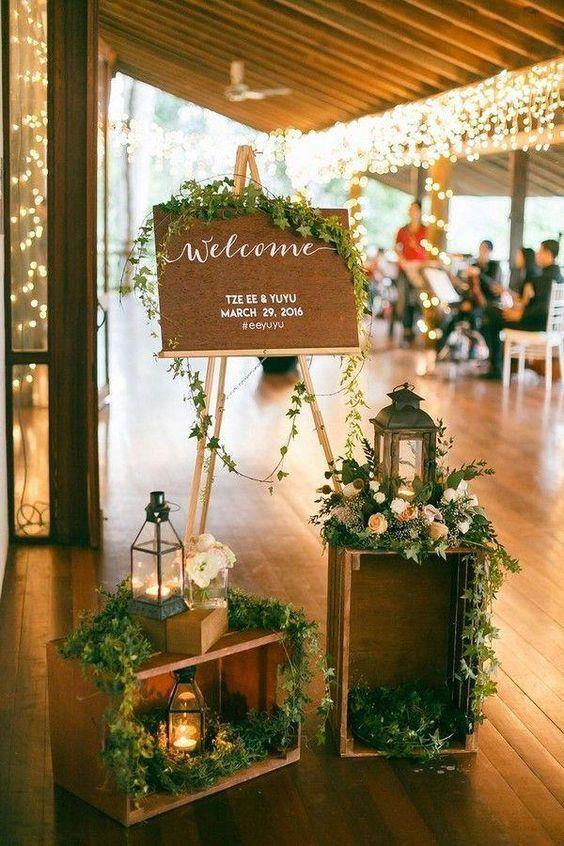 تزيين مداخل حفلات الزفاف بالشموع والأخشاب