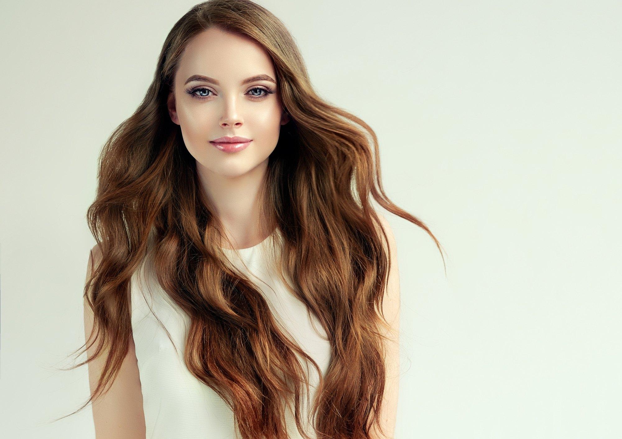 علاج الشعر الجاف والمجعد بالمكونات الطبيعية