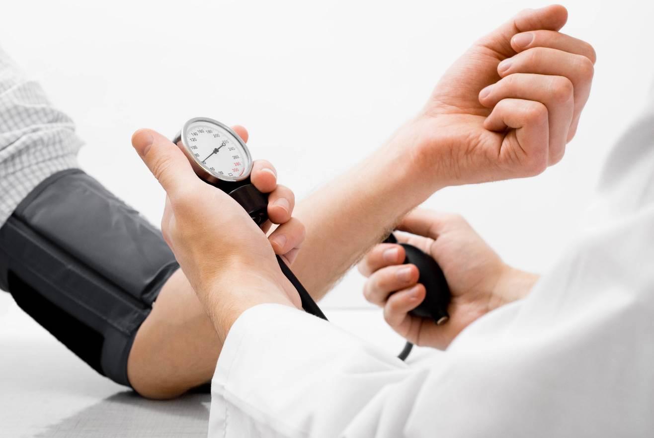 ارتفاع ضغط الدم قد يكون أحد أسباب النزيف الداخلي