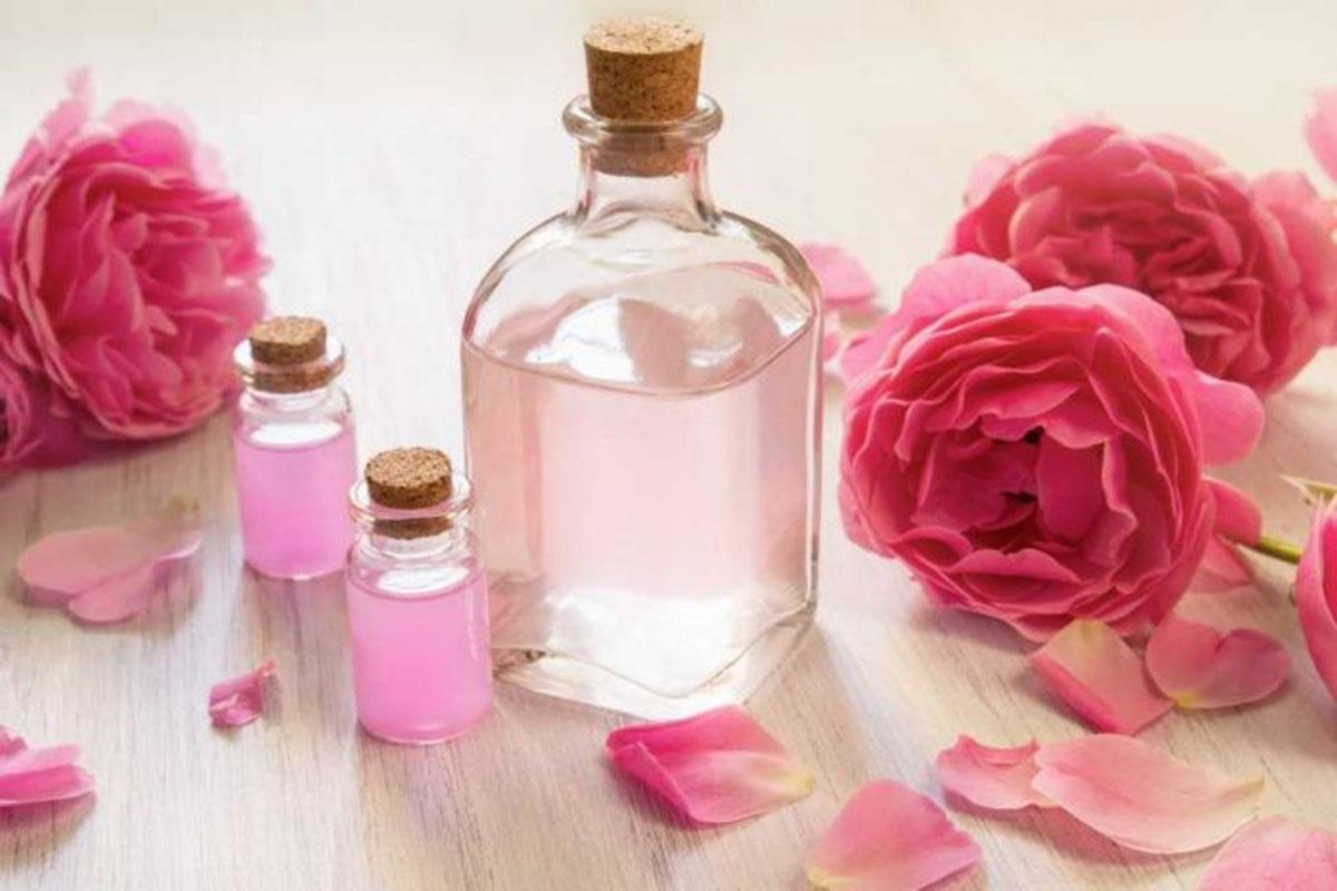 فوائد ماء الورد للمنطقة الحساسة