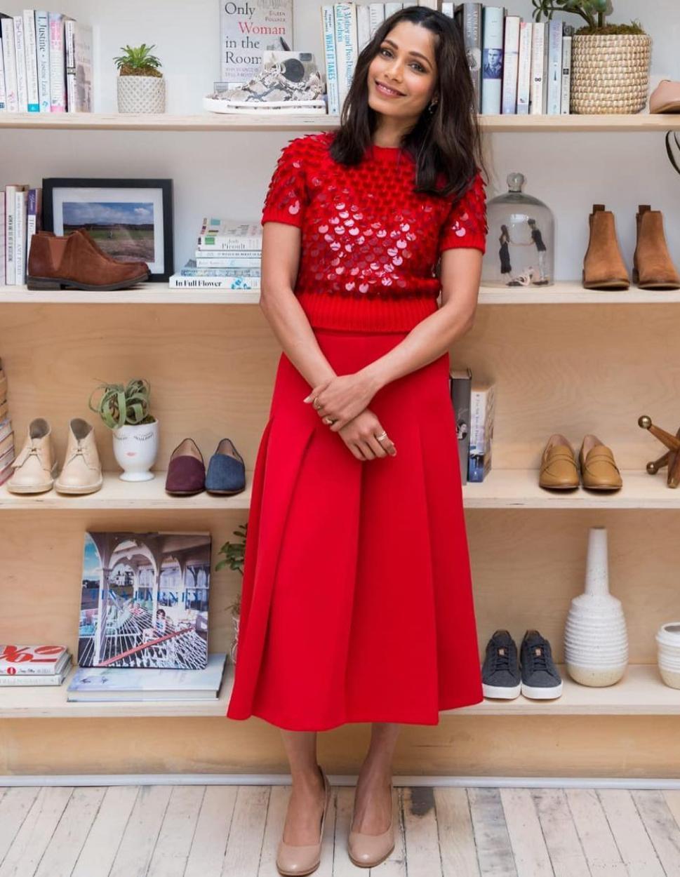 خيارات الفساتين الحمراء بأسلوب فريدا بينتو