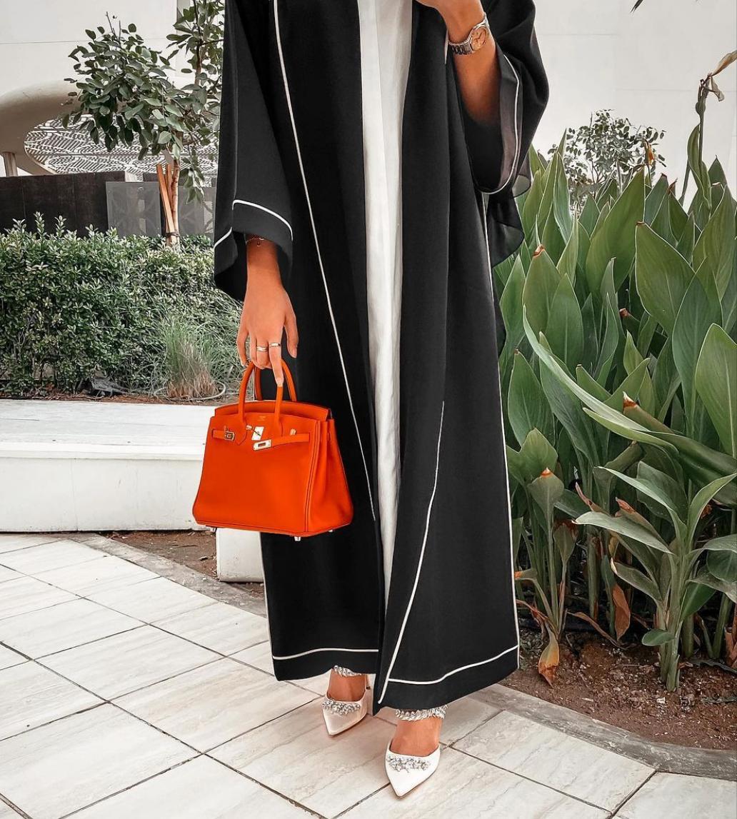 خيارات العبايات المطرزة مع الفساتين