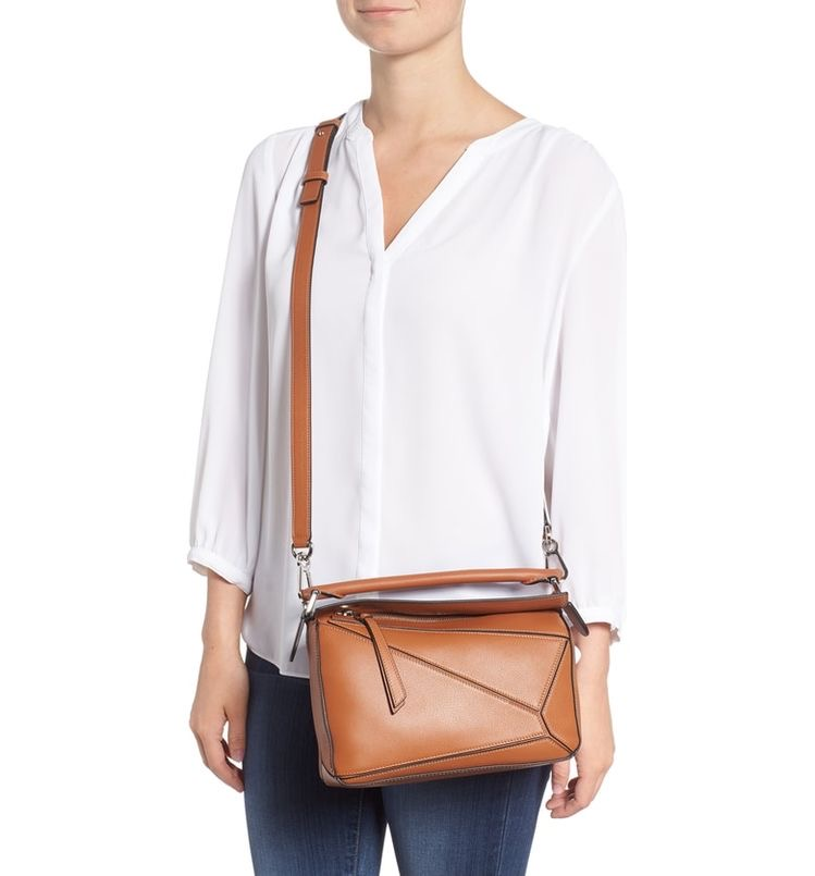 حقيبة الكتف مع البلوزة الحرير