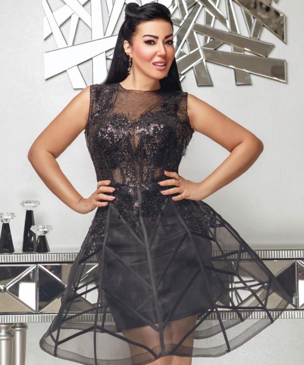 خيارات الفساتين السوداء المستوحاة من سمية الخشاب