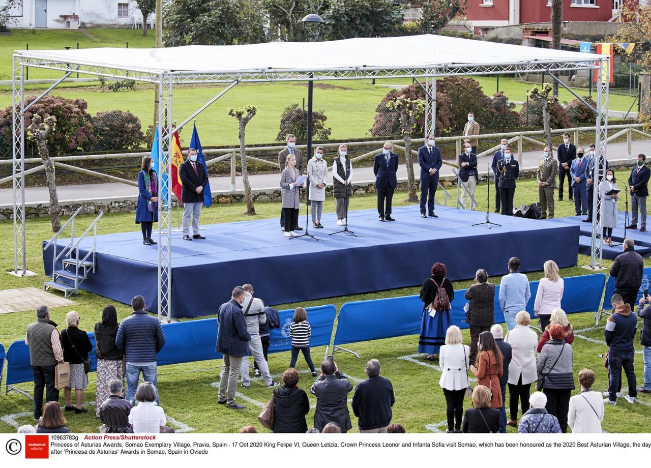 زيارة ملكية مشتركة إلى قرية سوماو حيث سلمت الأميرة ليونور جائزة استورياس للقرية النموذجية لعام 2020.jpg