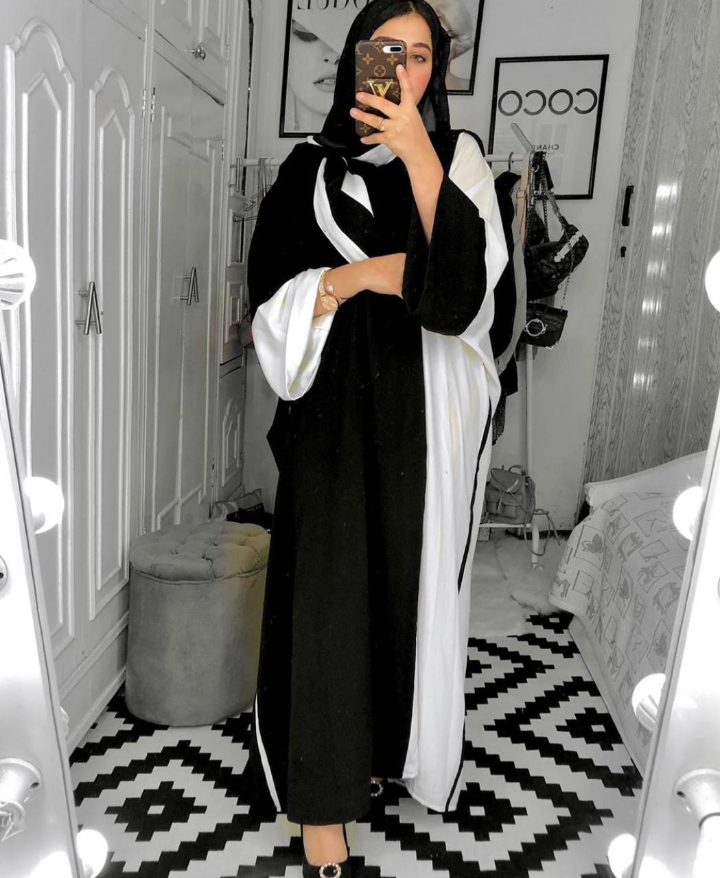 العبايات السوداء المصرية من مدونات الموضة