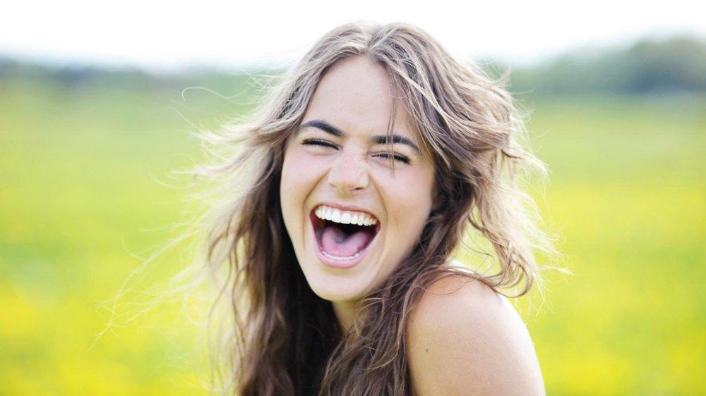 الابتسامة البيضاء هي ابتسامة من القلب