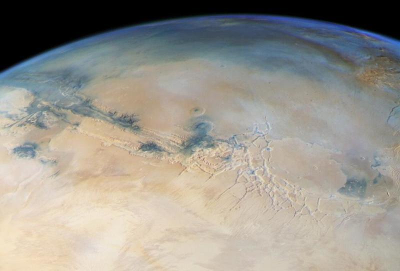 بحيرات مالحة على كوكب المريخ