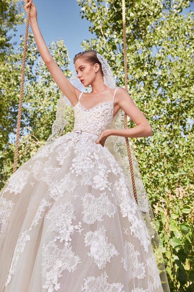 فستان زفاف من تصميم إيلي صعب 2021