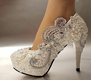 حذاء زفاف بنفشة الدانتيل