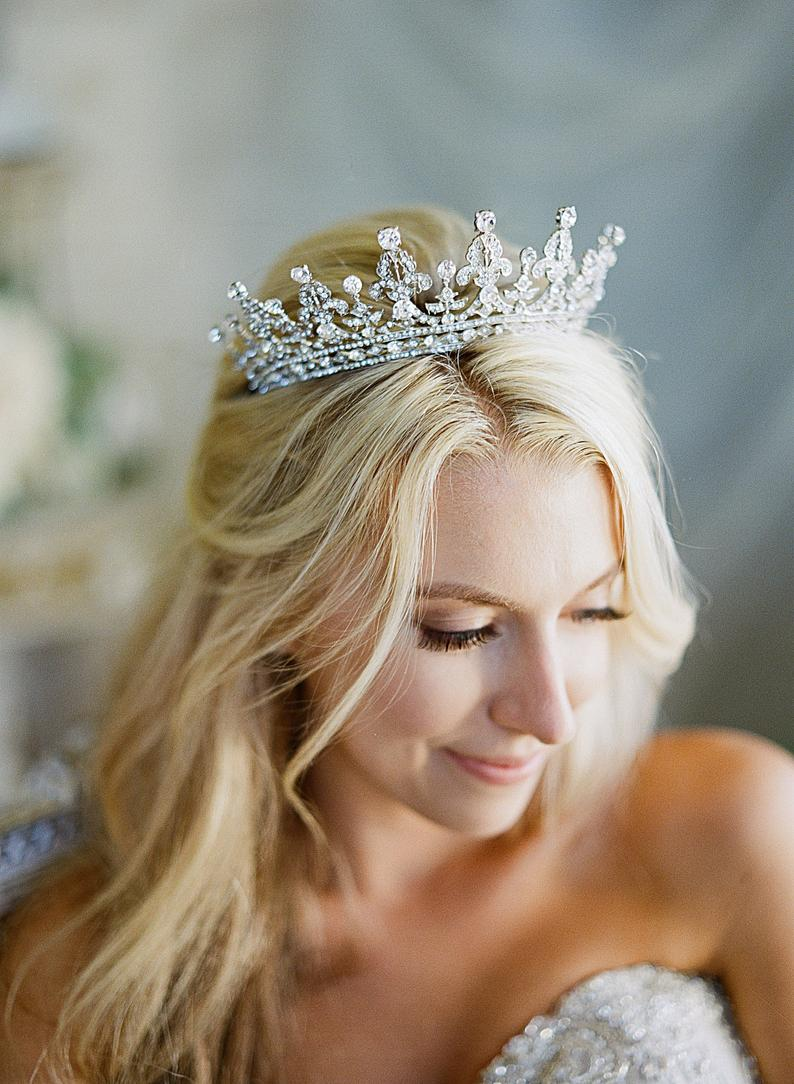 عصابة رأس للعروس بالتصميم الملكي