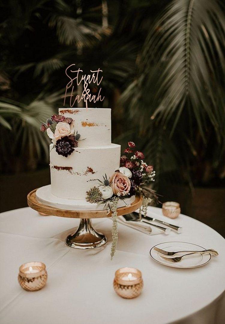 تزيين طاولة كعكة الزفاف بالشموع