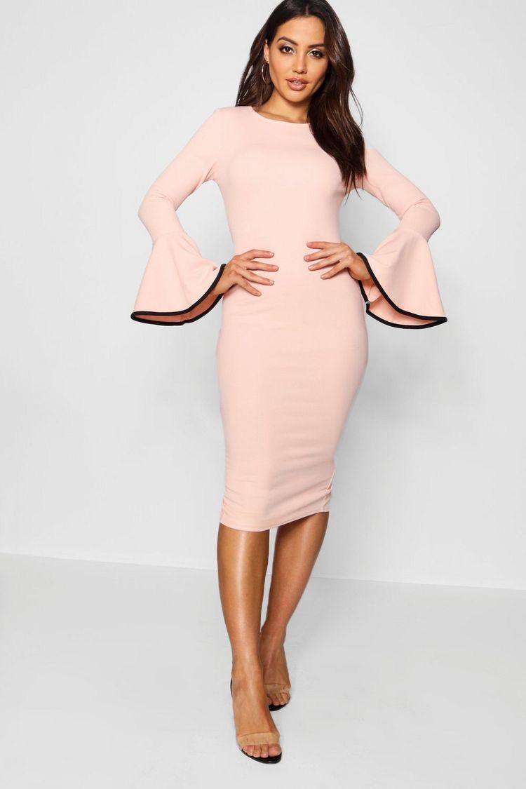 فستان قصير باللون الزهري