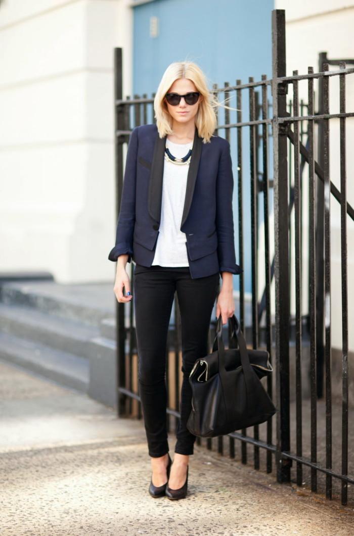 للمراة قصيرة الطول يفضل ارتداء البنطلون الجينز مع بليزر  )قصيرة)