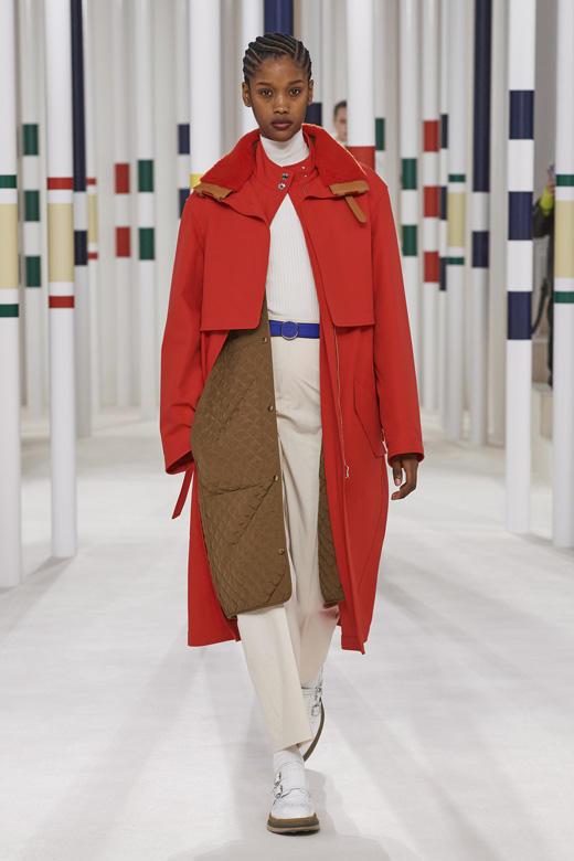 معطف باللون الأحمر من هيرمس