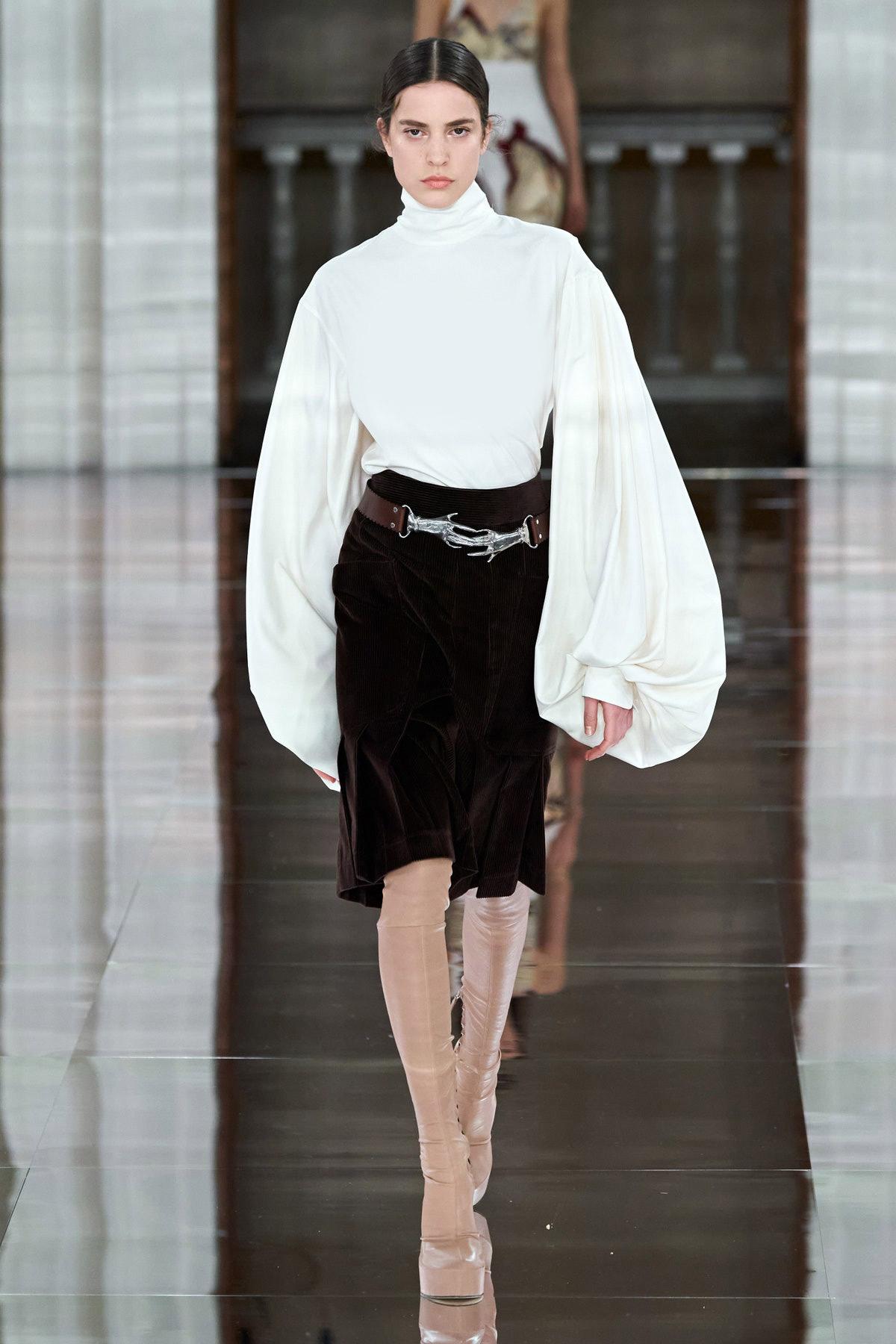 قميص أبيض من فيكتوريا بيكهام Victoria Beckham