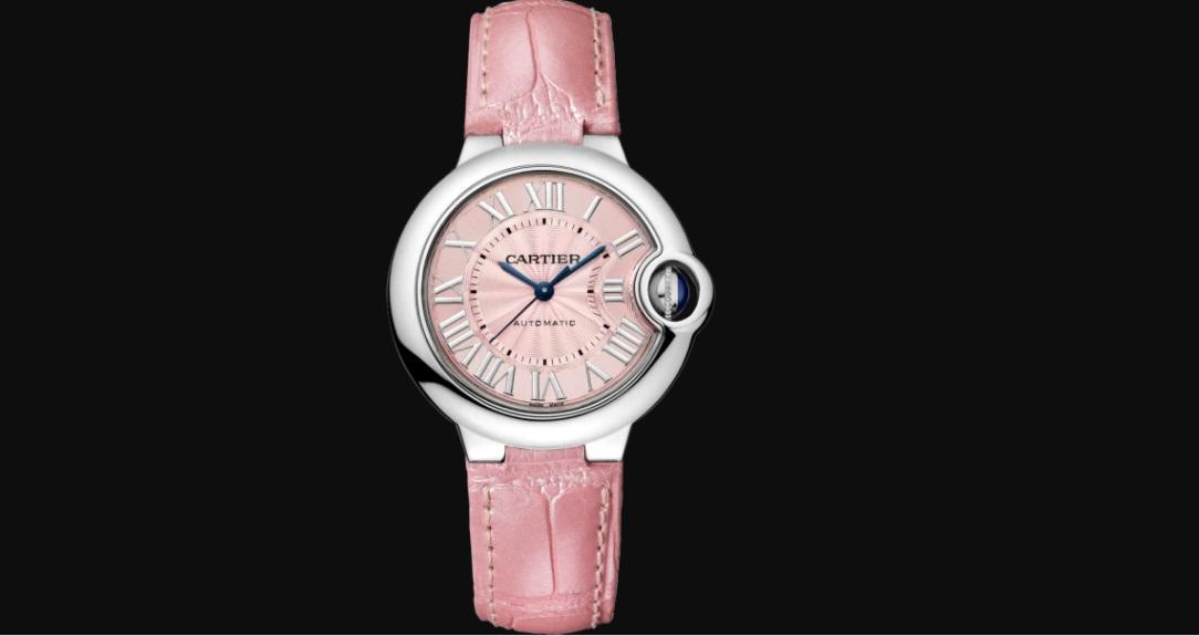 ساعة باللون الزهري من كارتييه