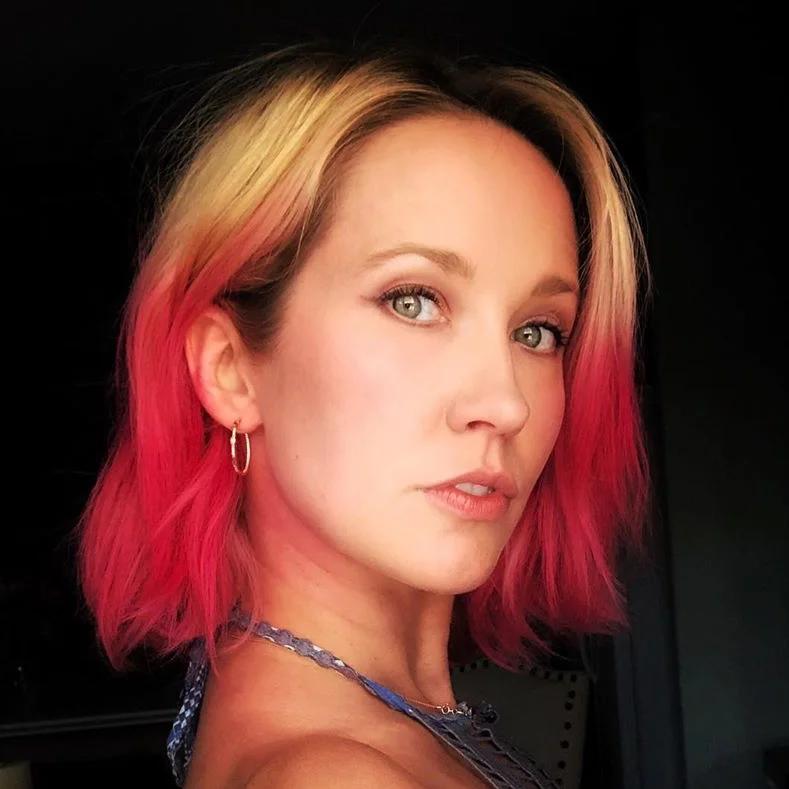 صبغة الشعر الوردي