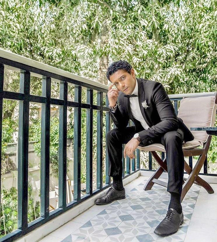 آسر ياسين بإطلالة رسمية