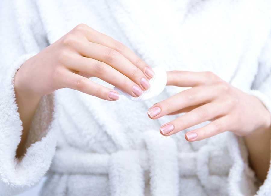 طريقة تطبيق مقوي الأظافر