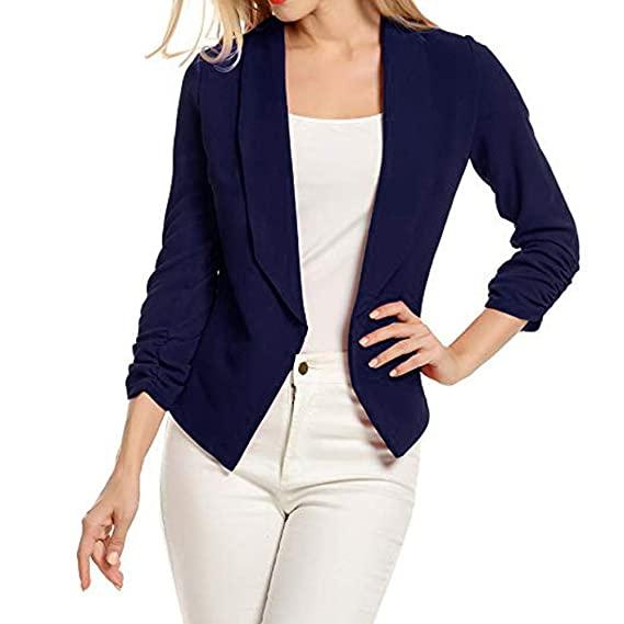 يجب أن تتجنب الفتاة قصيرة القامة البنطلونات الجينز الفاتحة مثل الأبيض والأزرق الفاتح