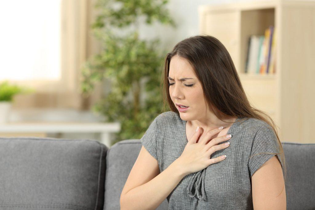 ضيق التنفس أحد أعراض السكتة القلبية