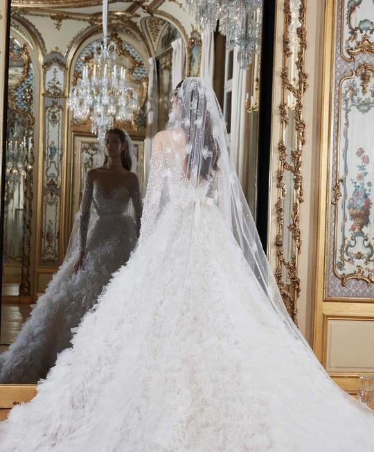 82bec395c أجمل صور فساتين زفاف ربيع 2019 بتصميم مميز من الخلف | مجلة سيدتي