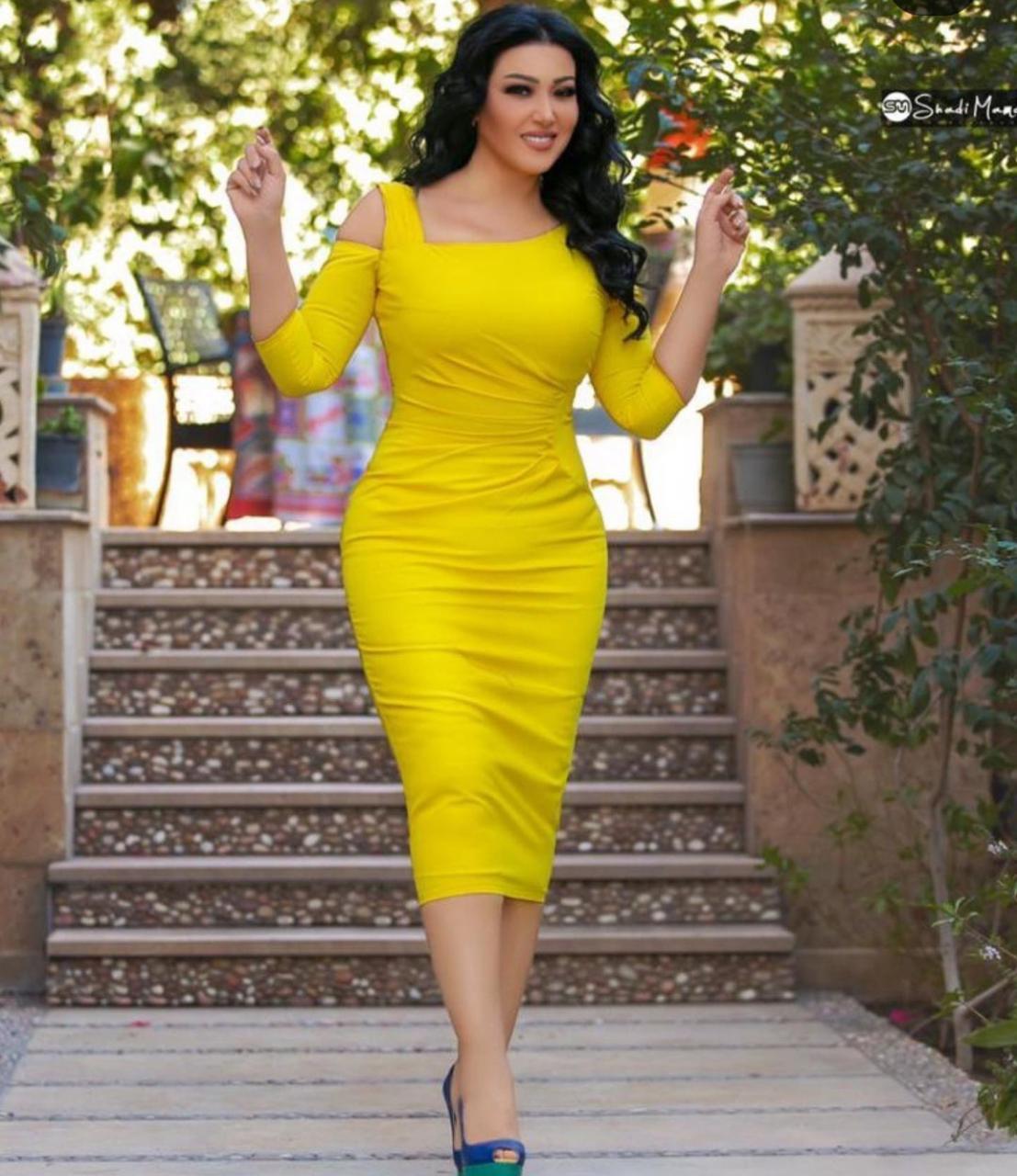 اطلالات الفساتين الملونة من سمية الخشاب